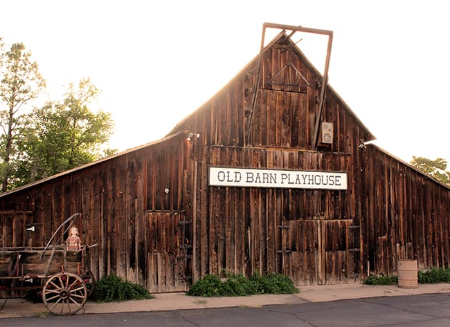 parry-lodge-motel-kanab-utah-old-barn