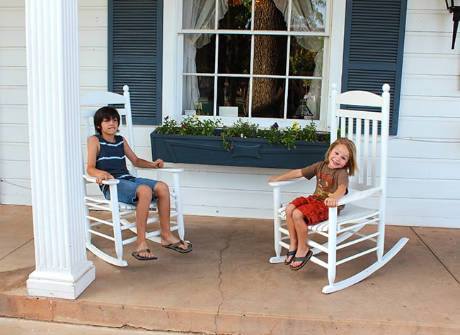 parry-lodge-motel-rocking-chairs