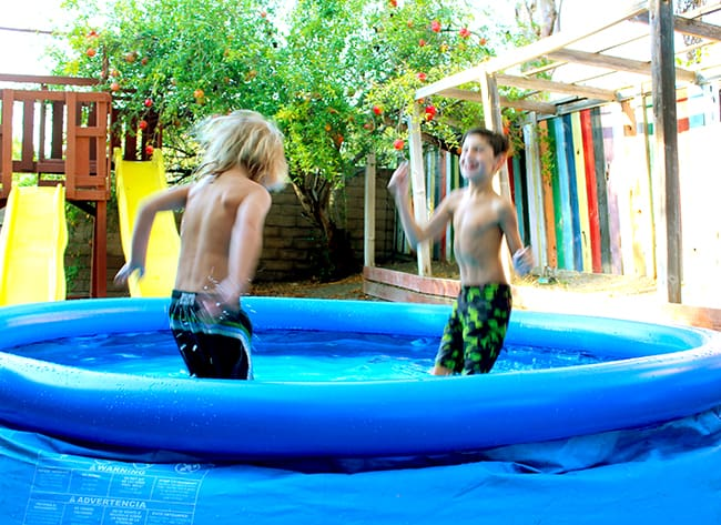 backyardocean-blow-up-swimming-pools
