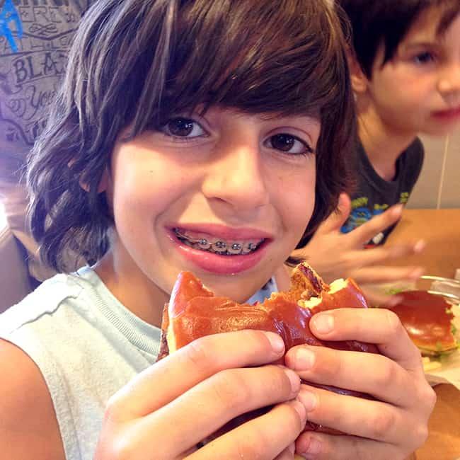mcdonalds-deluxe-fresh-burger