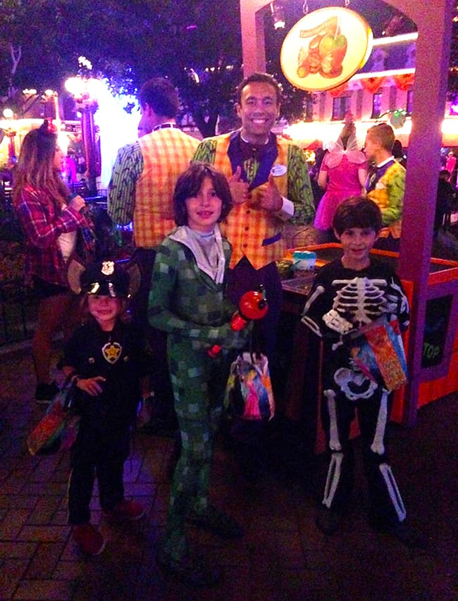 mickey's-halloween-party-trick-or-treating