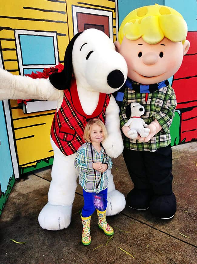 knotts-merry-farm-snoopy