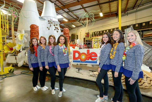 2015 Dole Rose Parade Float Rose Court1