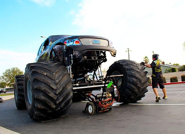 monster jam 2015 anaheim menace getting tires