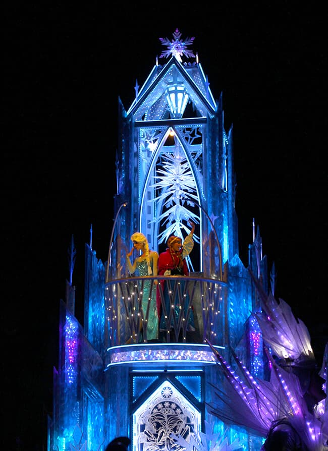 Disney Paint the Night Parade Frozen
