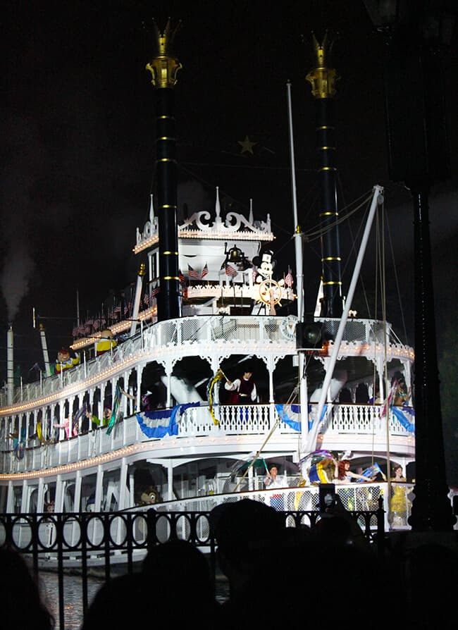 Disneyland Fantasmic Steamboat Willie