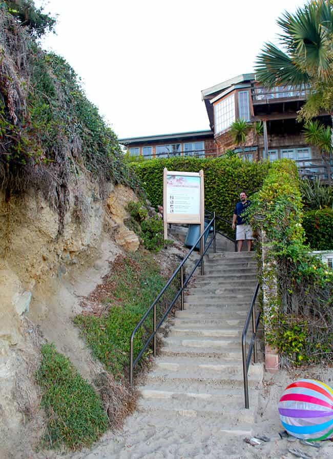Access to Victoria Beach in Laguna