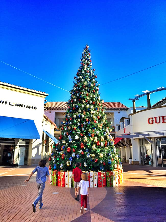 Santa at the Outlets of San Clemente