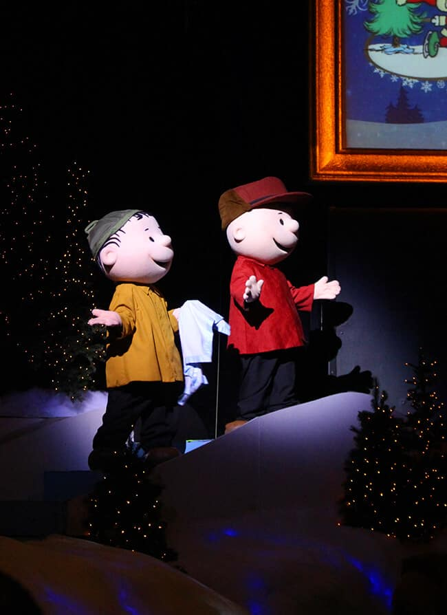 Knott's Berry Farm Snoopy On Ice Show Charlie Brown and Linus