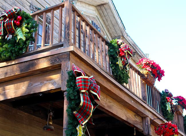 Knott's Merry Farm Ghost Town Decorations