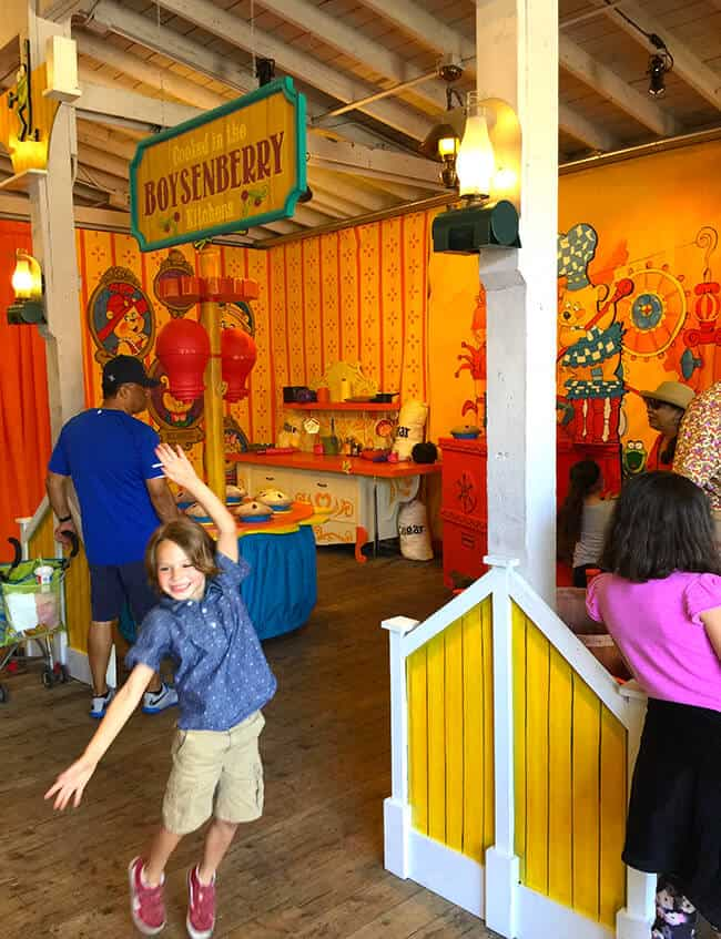 Play in the Beary Tales Kitchen