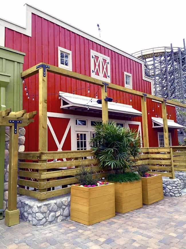 Knott's Chicken Dinner Restaurant Outdoor Seating