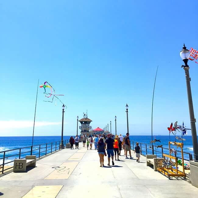 Walking_on_the_huntington_Beach_pier