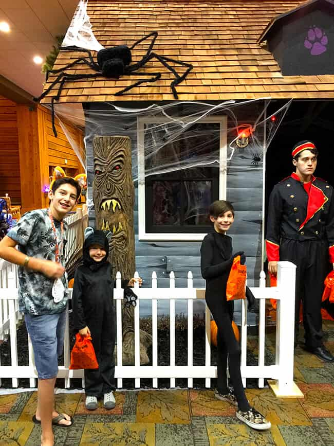 great_wolf_lodge_trick_or_treat_trail