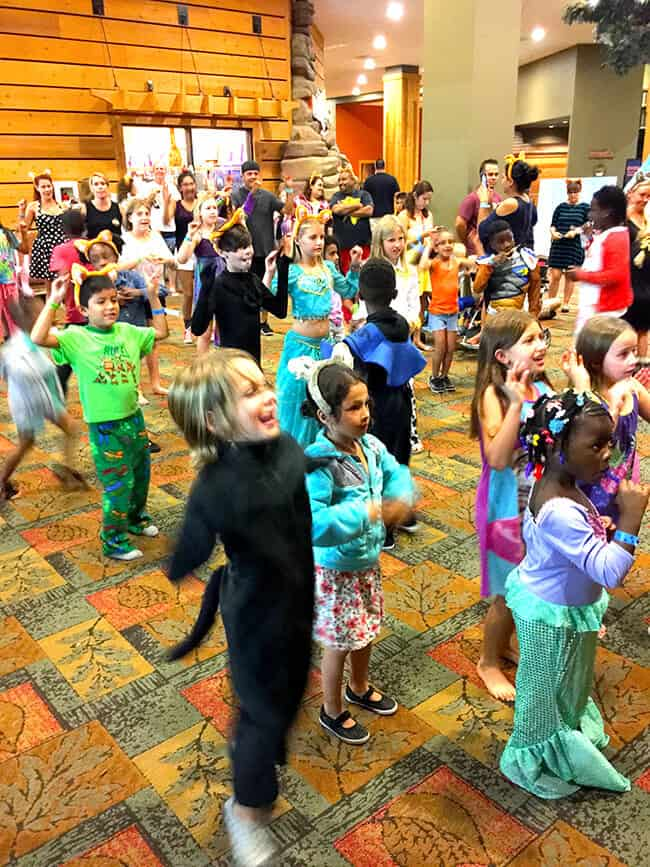 halloween_dance_party_great_wolf_lodge