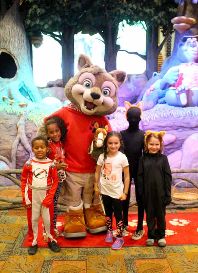 hanging_out_with_wiley_great_wolf_lodge