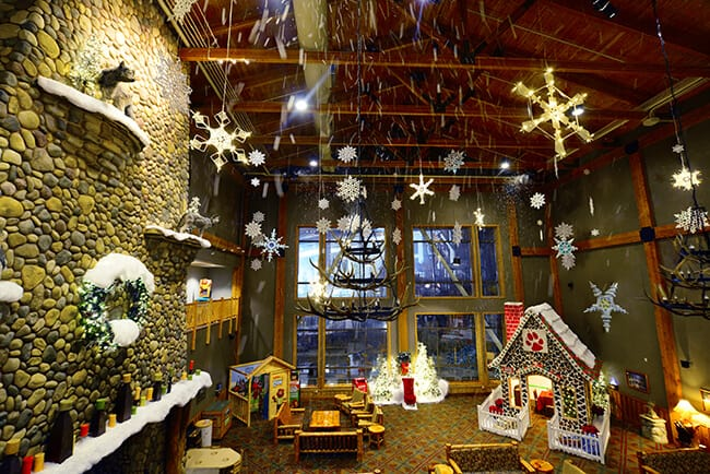 Great Wolf Lodge Southern California Snowland